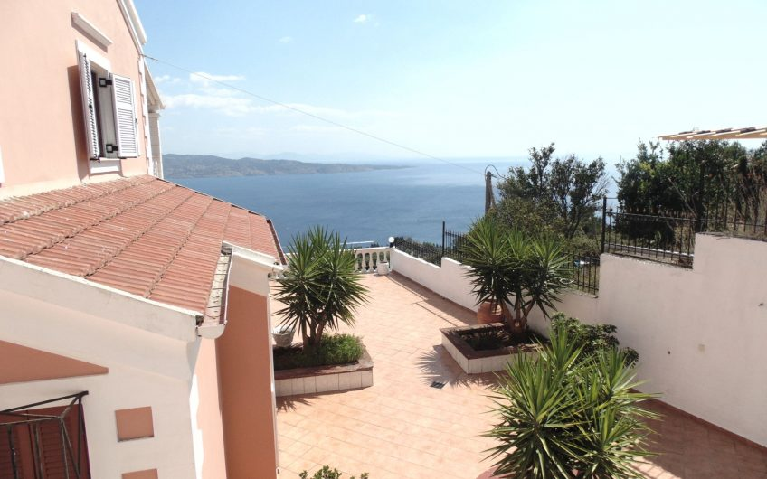 Villa with spectacular sea views