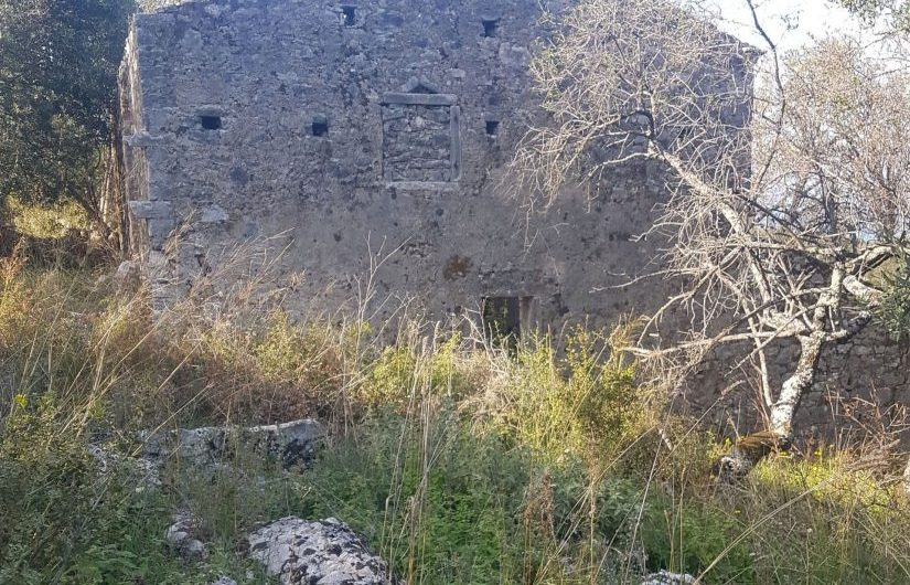 Old stone-built Corfiot house for sale